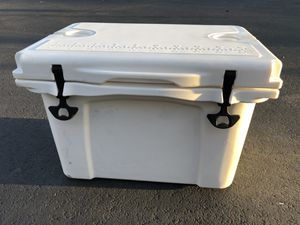 Cooler Rotomolded Insulation Ice Chest 35L for Sale in Carson, CA