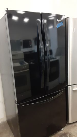 Refrigerator whirlpool excellent conditions 4months of warranty for Sale in Bowie, MD
