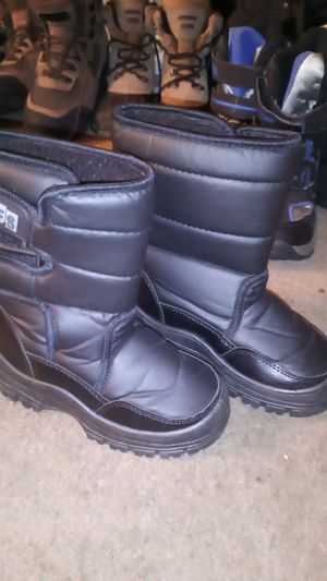 Snow boots made by wfs size 12 kids in brand new condition for Sale in Orange, CA