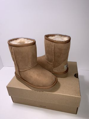 New Ugg Toddler's Classic II Boots Chestnut Size 8 for Sale in Oxnard, CA