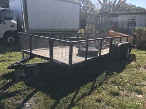 Vendó trailer esta buena solo que una persona le pegó con su carro en una esquina y la doblo un poquito pero con 400 dólares se puede reparar y tendr for Sale in Destin, FL