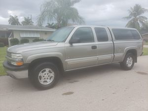 02 chevy Silverado ls Z71 4x4 ext cab 5.3 vortec low miles cold a/c runs & looks great for Sale in Fort Myers, FL