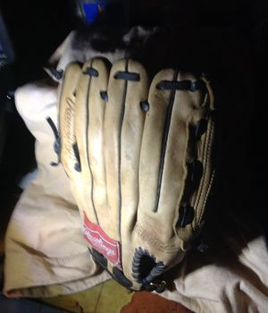 Rawlings baseball gloves used but in good condition60.00 for Sale in Los Angeles, CA