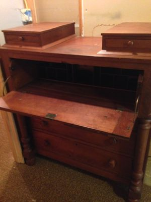 Older model bureau- desk unit for Sale in CT, US