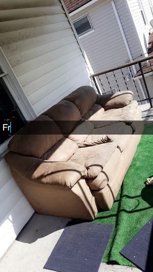 Free couch!! for Sale in Cleveland, OH