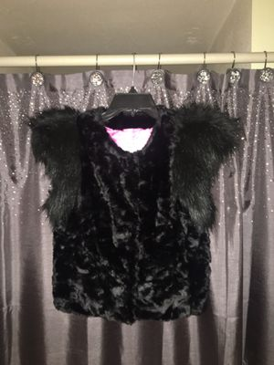 SKAIS TAYLER FAUX FUR VEST WITH POKETS SIZE XS for Sale in Los Angeles, CA