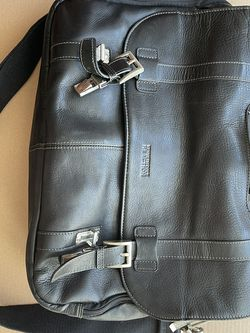 Kenneth Cole Leather Bag for Sale in Cambridge,  MA