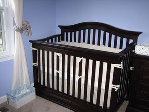 Convertible crib with toddler rail for Sale in Alexandria, VA