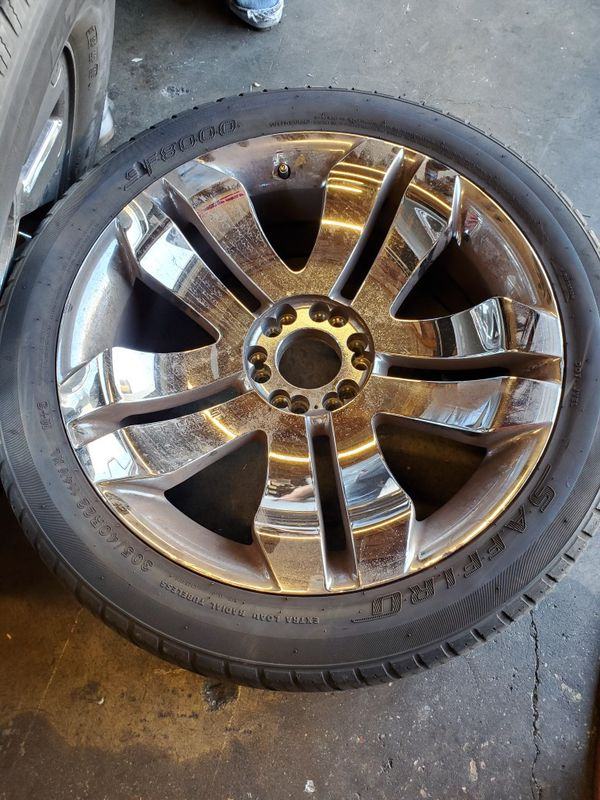 """2 Matching 22"""" Rims. 305/40R/22. Good condition"""