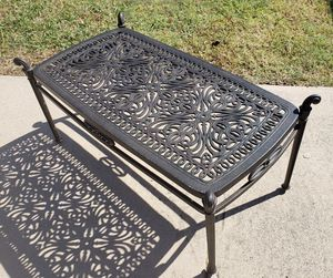 Metal outdoor coffee table for Sale in Frisco, TX