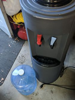 Water Dispenser Hot and Cold for Sale in Yakima,  WA