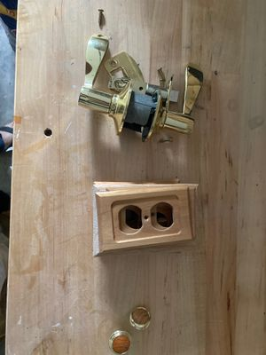 FREE assorted closet and door knobs, wall plates for Sale in Auburn, WA