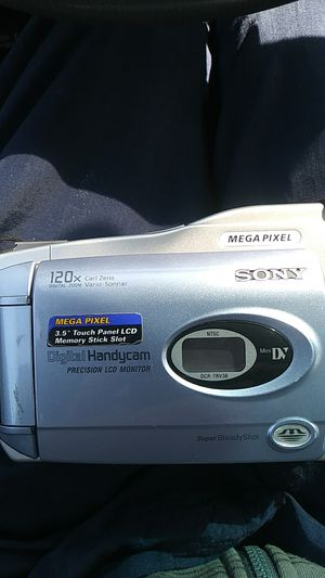 Sony Digital Handycam. MiniDV 3.5 TOUCH PANEL LCD MEMORY STICK SLOT 2 BATERY. CHARGER for Sale in Milwaukie, OR