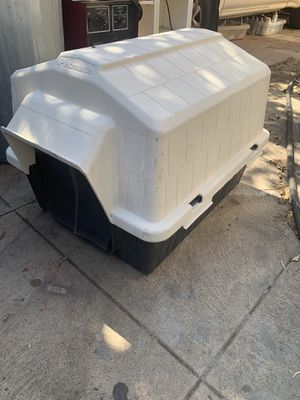 Medium size dog kennel in good working conditions for Sale in Vernon, CA