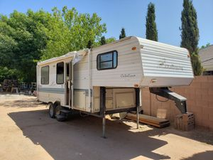 2000 Coachman Catalina Lite 26' camper 5th wheel goose neck for Sale in Gilbert, AZ