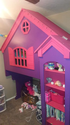 Girl's club house bed for Sale in Lemoore, CA