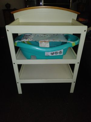 CHANGING TABLE AND INFANTS BATH for Sale in Columbus, OH
