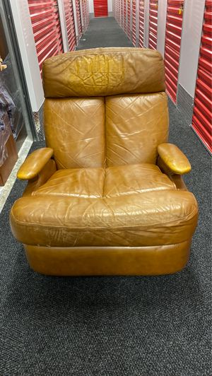Leather recliner for Sale in Boca Raton, FL