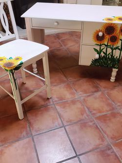 Sun Flowers, Desk And Stand Alone Chair for Sale in Los Angeles,  CA