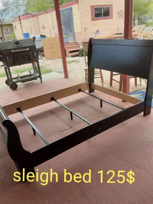 Black sleigh bed frame full size for Sale in San Isidro, MX