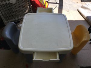 Kids play table & 2 chairs for Sale in Shalimar, FL
