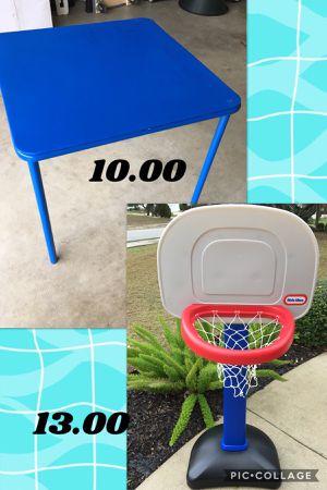 Kids craft table & Adjustable hoop❤️❤️read description for Sale in San Antonio, TX