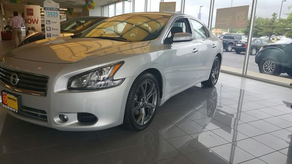 2014 Nissan Maxima! Low miles! Nissan Certified!