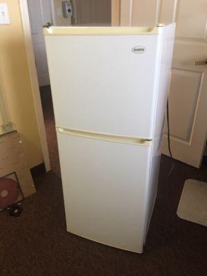 Sanyo mini fridge freezer for Sale in Woodbridge, VA