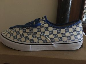 Supreme vans size 10.5 NO SOLE (LOOK AT THE LAST PIC) for Sale in Macomb, MI