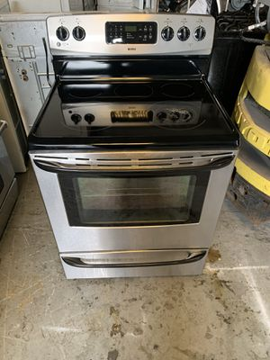 Stove electric brand kenmor everything is good working condition 90 days warranty delivery and installation for Sale in San Leandro, CA