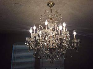 Gold crystal chandelier beatiful for Sale in Mesquite, TX