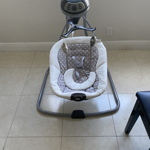 Graco Baby Swing for Sale in Miami, FL