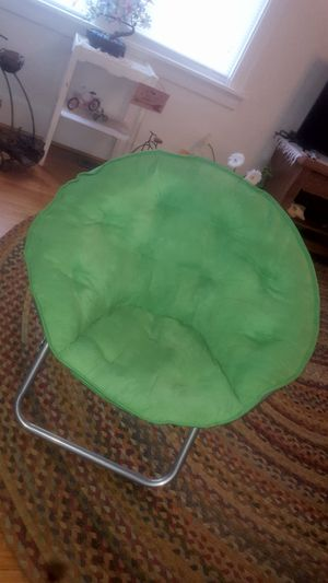 Like new green saucer chair for Sale in Peoria, IL