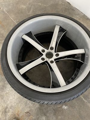 Savini wheels with Semi-New tires for Sale in Huntington Park, CA