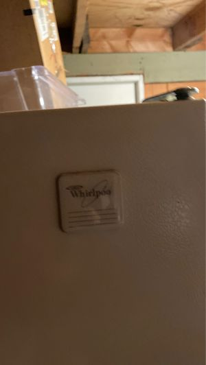 Appliance whir whirlpool refrigerator for Sale in Beaumont, CA