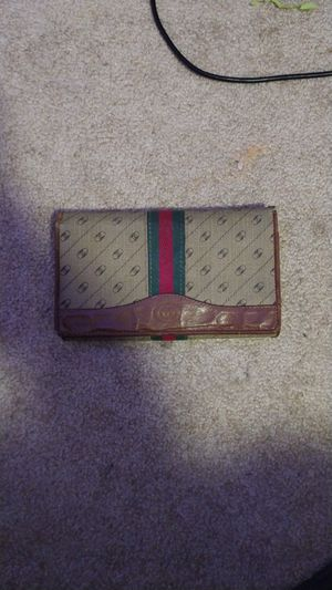Gucci wallet for Sale in Gresham, OR