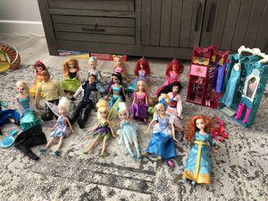 18 Doll set of Disney Princess 12 inch dolls and accessories for Sale in Las Vegas, NV