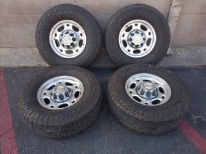 Chevy 2500 HD 16 inch 8 lug rims and caps for Sale in Pico Rivera, CA