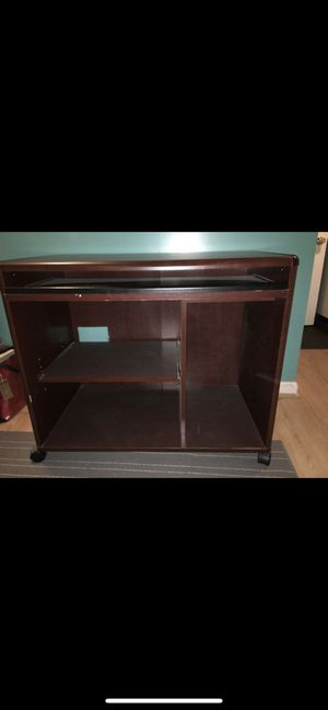 Computer Desk with Pull Out Keybord for Sale in Wheaton-Glenmont, MD
