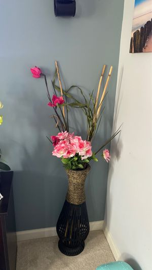 2 floor vases with flowers for $75 for Sale in Herndon, VA