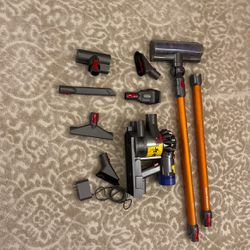 Dyson Vacuum V8 Absolute for Sale in Kent,  WA