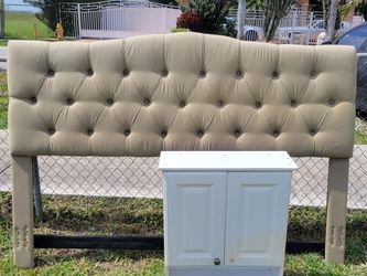 Free King Size Headboard for Sale in Miami Gardens,  FL