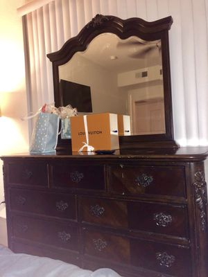brown dresser for Sale in Glendale, AZ