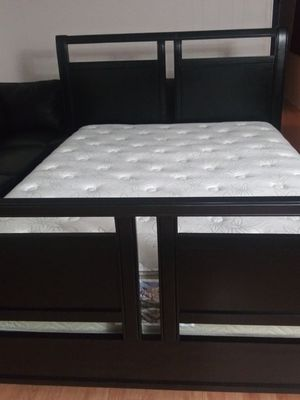 Queen Bed black solid wood Mattress North West Bedding for Sale in Bothell, WA