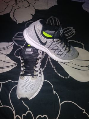Shoes nike zoom Pegasus33 size 10.5 for men chequen mis ofertas👟🎽🎽👟👟👟 for Sale in Los Angeles, CA