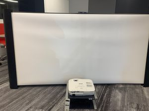 """Epsom EX3200 projector and 80"""" screen used and in working condition for Sale in Miami, FL"""