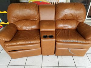 Recliner love seat with center inssert for Sale in West Palm Beach, FL