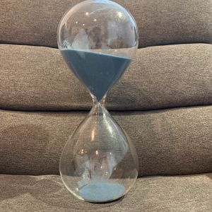 Hour Glass Perfect Condition . for Sale in Hialeah, FL