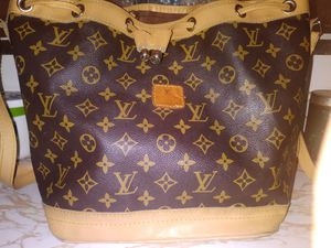 Authentic Louis Vuitton Paris Drawstring Women's bag for Sale in Chagrin Falls, OH