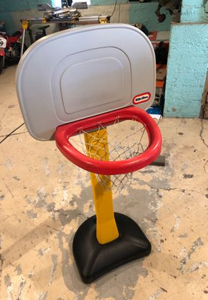 Little tikes 4ft basketball hoop for Sale in River Grove, IL